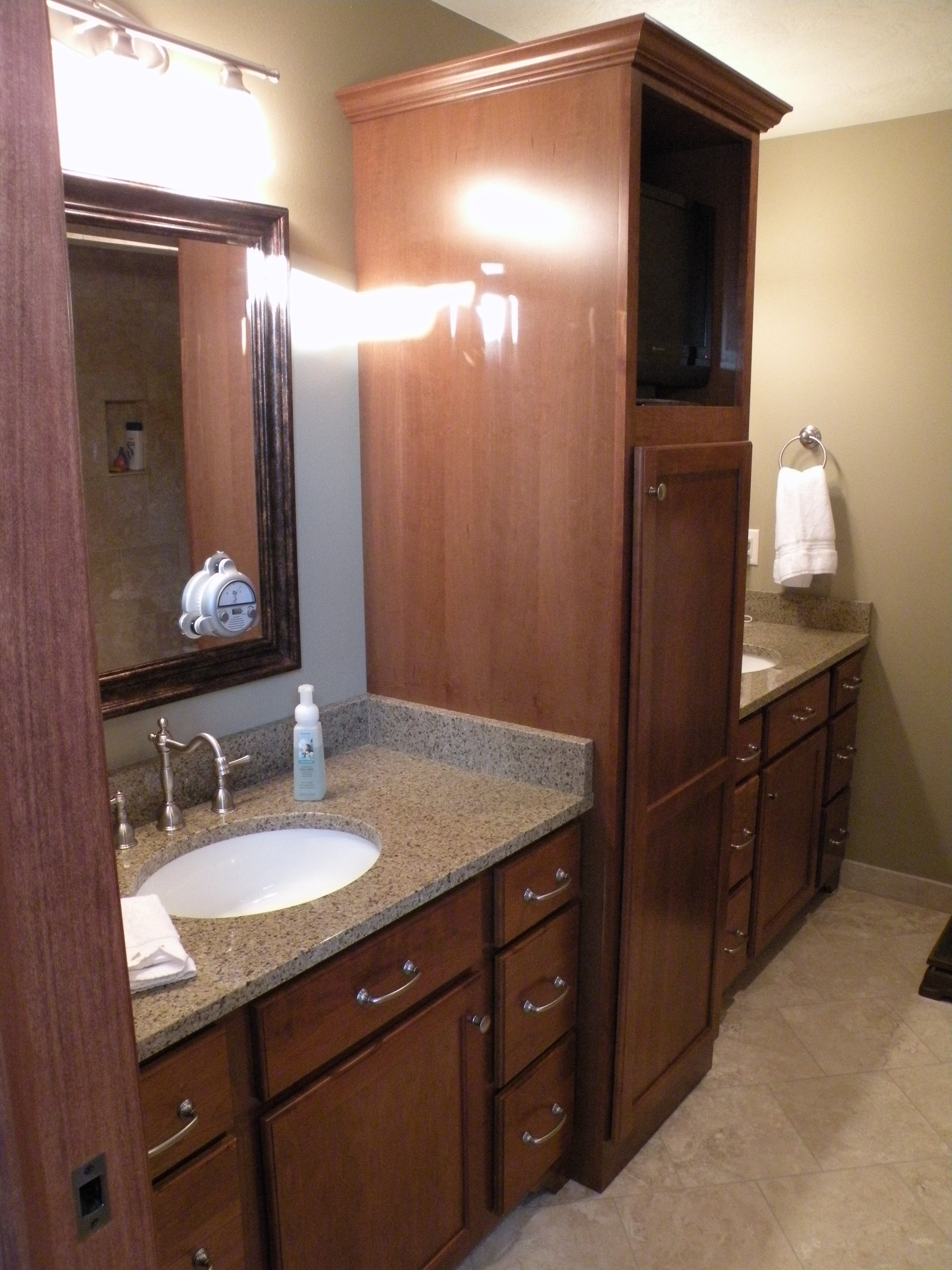 Kraftmaid Cherry Grandview Cabinetry With Sunset Stain